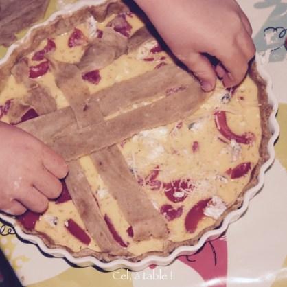 Disposer les bandes de pâte en croisillon