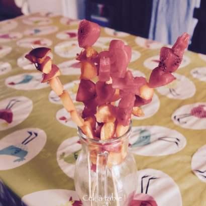 Un bouquet de baguettes magiques de fruits