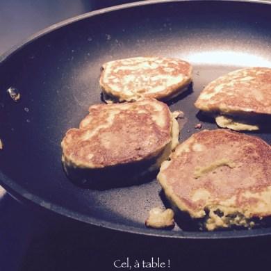 pancakes dans poêle