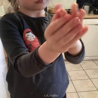 apprendre à faire une boule de pâte - étape 1