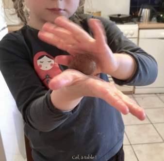apprendre à faire une boule de pâte - étape 2