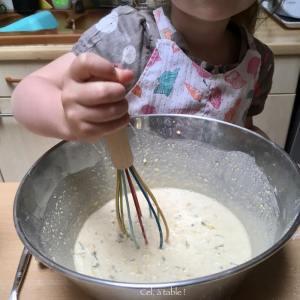 mélanger l'appareil à pancakes