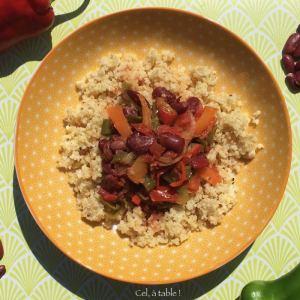 assiette de piperade aux haricots rouges, servi avec du millet
