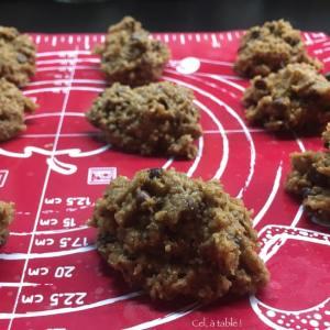 cookies crus sur la plaque de cuisson
