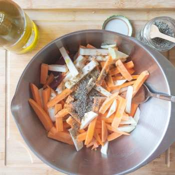 Légumes rôtis à mélanger dans un saladier