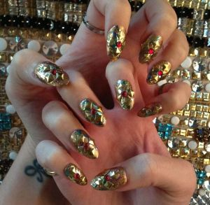 katy-perry-met-ball-2013-gold-nail-art