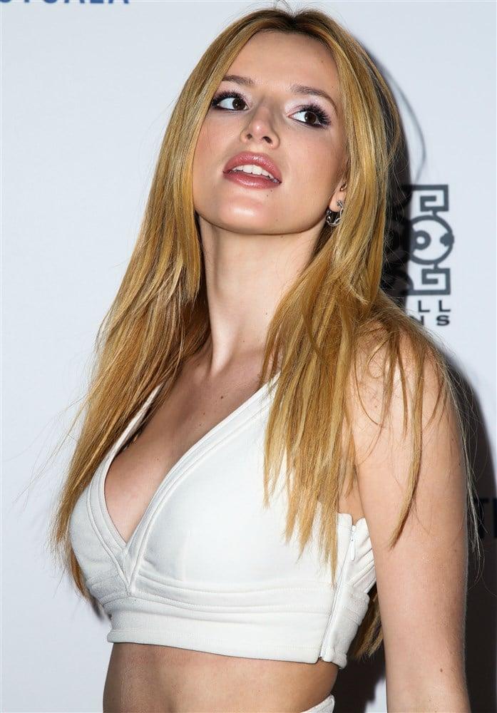Bella Thorne & Dove Cameron's Bare Belly Battle