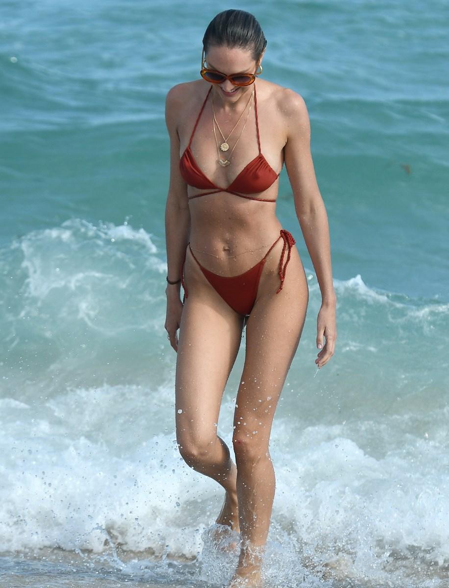 Candice Swanepoel Flaunts Her Nude Post-Pregnancy Body