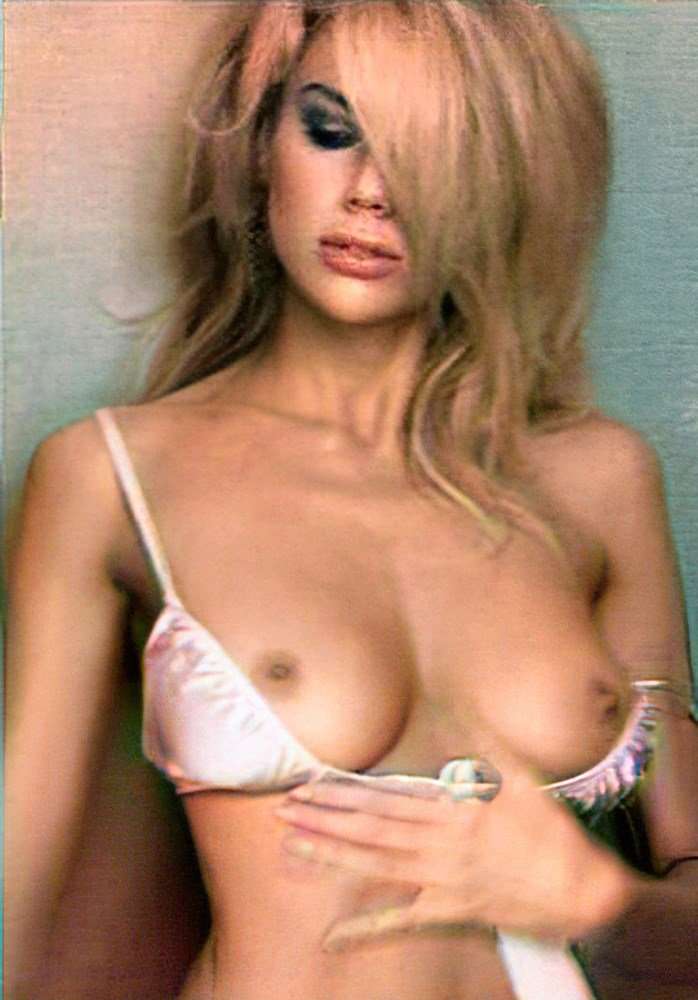 Charlotte McKinney Loves Showing Off Her Nude Tits Now