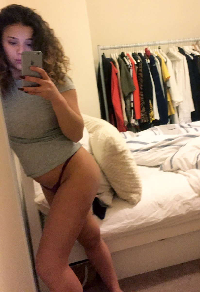Darcy Isa Nude Selfie Photos