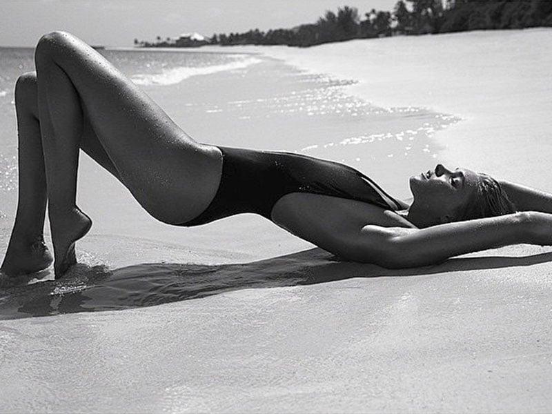 Elsa Hosk Selling Herself In Nude Photos