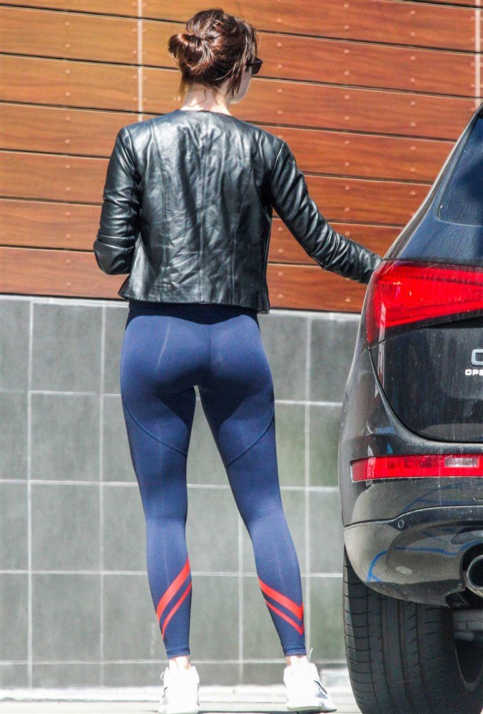 Emma Stone Out Flaunting Her Tight Ass In Spandex
