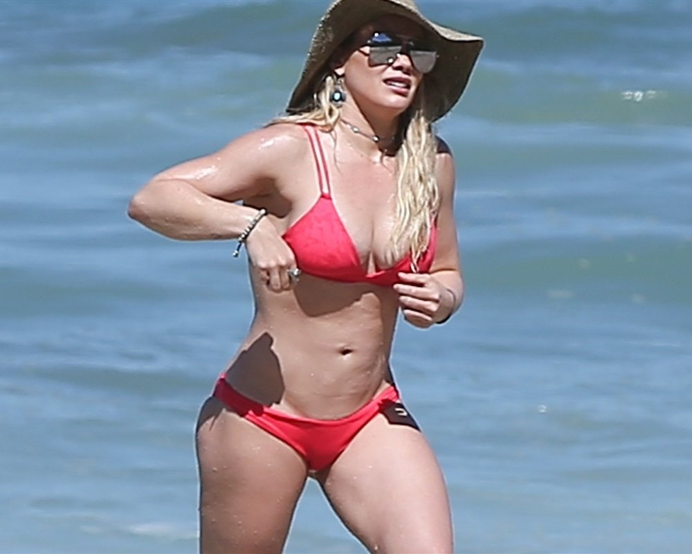 Hilary Duff Thick Ass Bikini Beach Pics