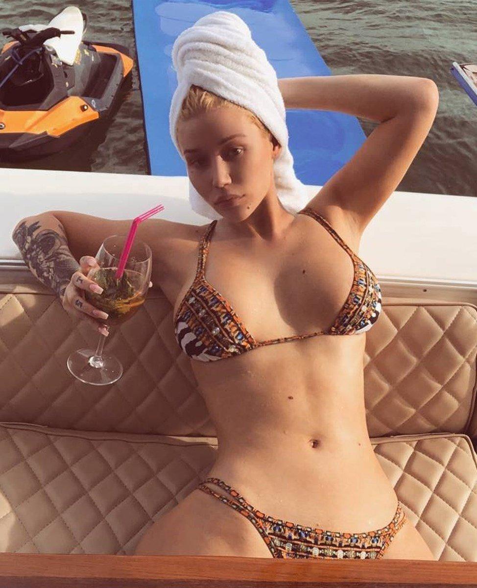 Iggy Azalea Tits And Unhinged Booty Twerking