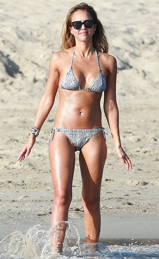 Jessica Alba Candid Bikini Pics From Cabo San Lucas