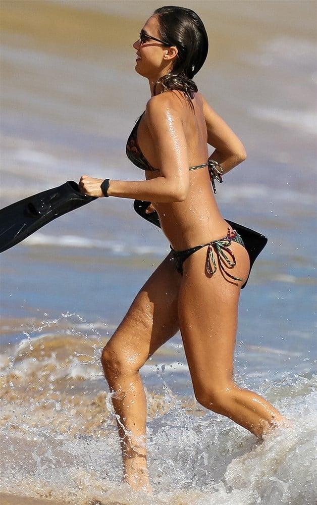 Jessica Alba Still In A Bikini In Hawaii