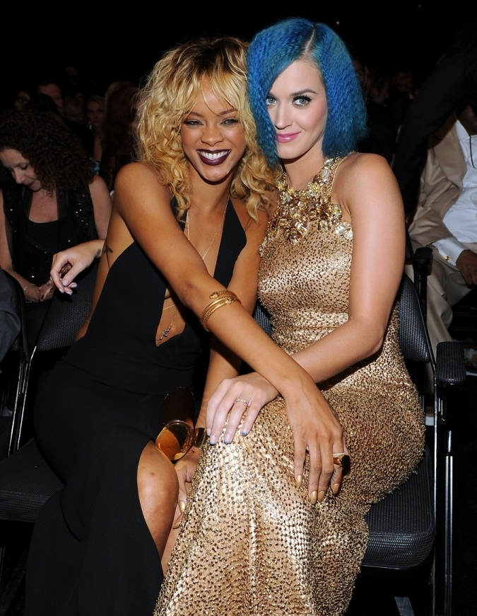 Katy Perry & Rihanna Dyke Out At The Grammys