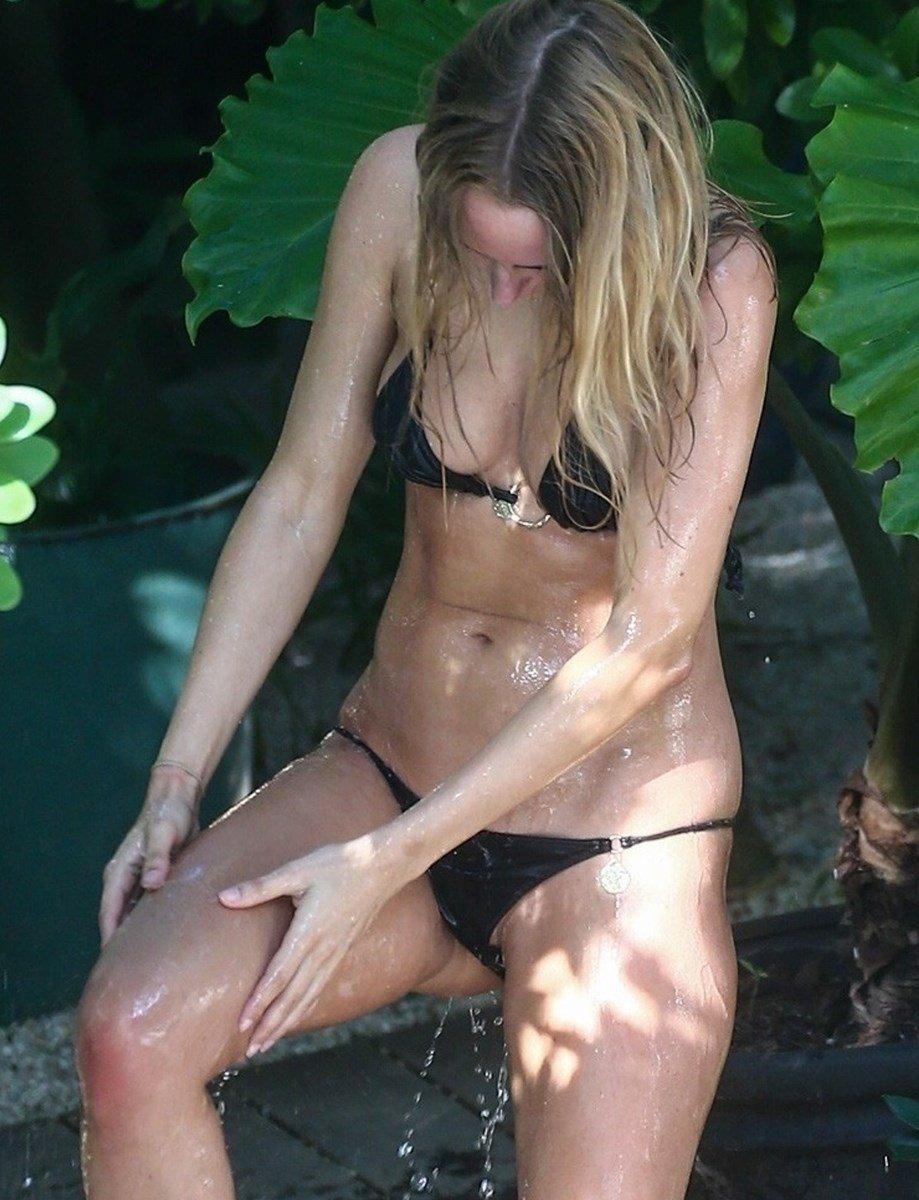 Kimberley Garner Bikini Ass Crack And Pussy Lip Slip