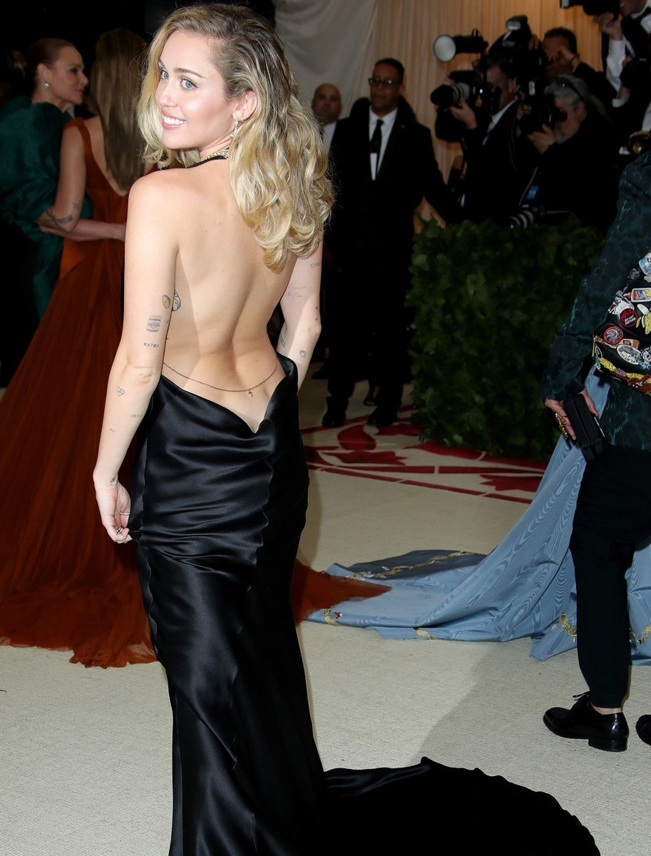Miley Cyrus Side Boob And Butt Cleavage At The Met Gala