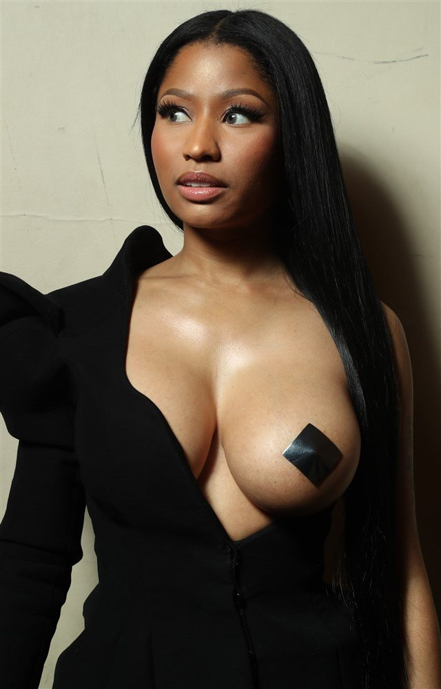 Nicki Minaj Photographed With Her Tit Hanging Out