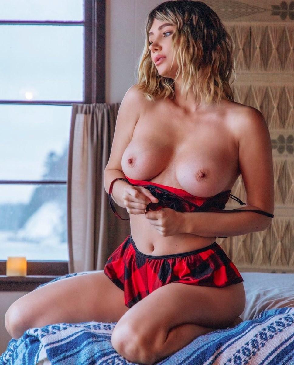 Sara Underwood Close-Up Tits And Pussy Flashing Nude Pics