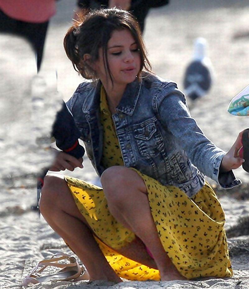 Selena Gomez Upskirt Vagina Slip