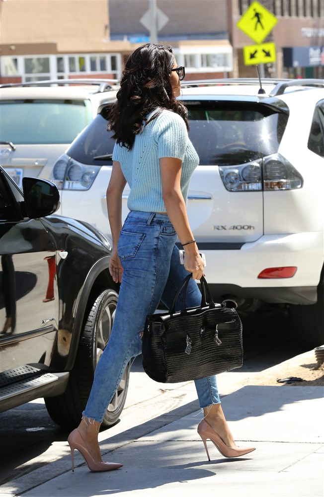 Selena Gomez Shows Off Her New Butt Implants In Tight Jeans