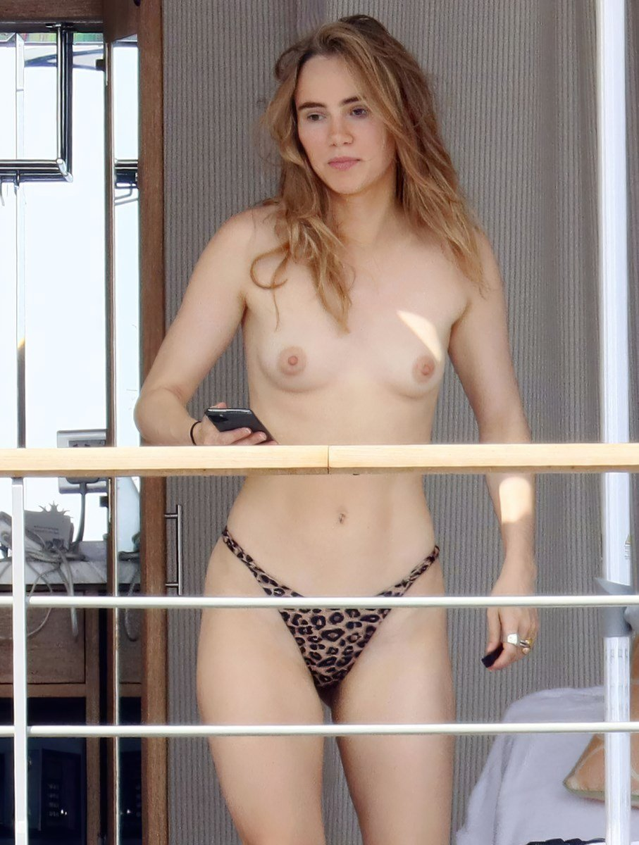 Suki Waterhouse Topless Nude Sunbathing Photos