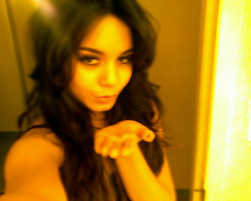 New Vanessa Hudgens Nude Cell Phone Pics Leaked