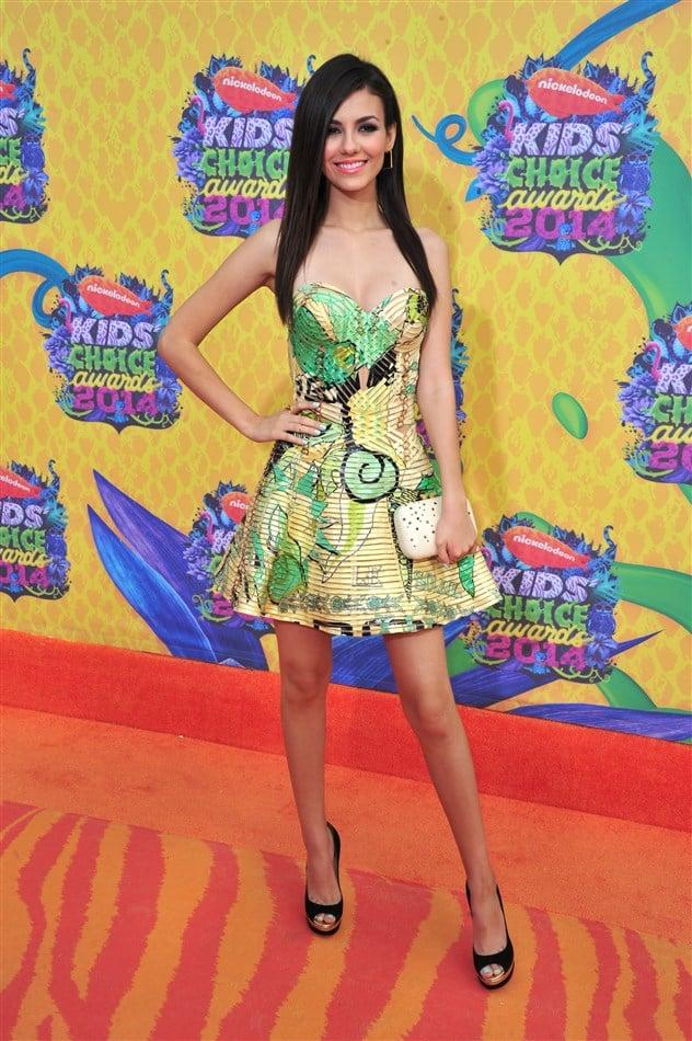 Victoria Justice Nip Slip At The Kids' Choice Awards
