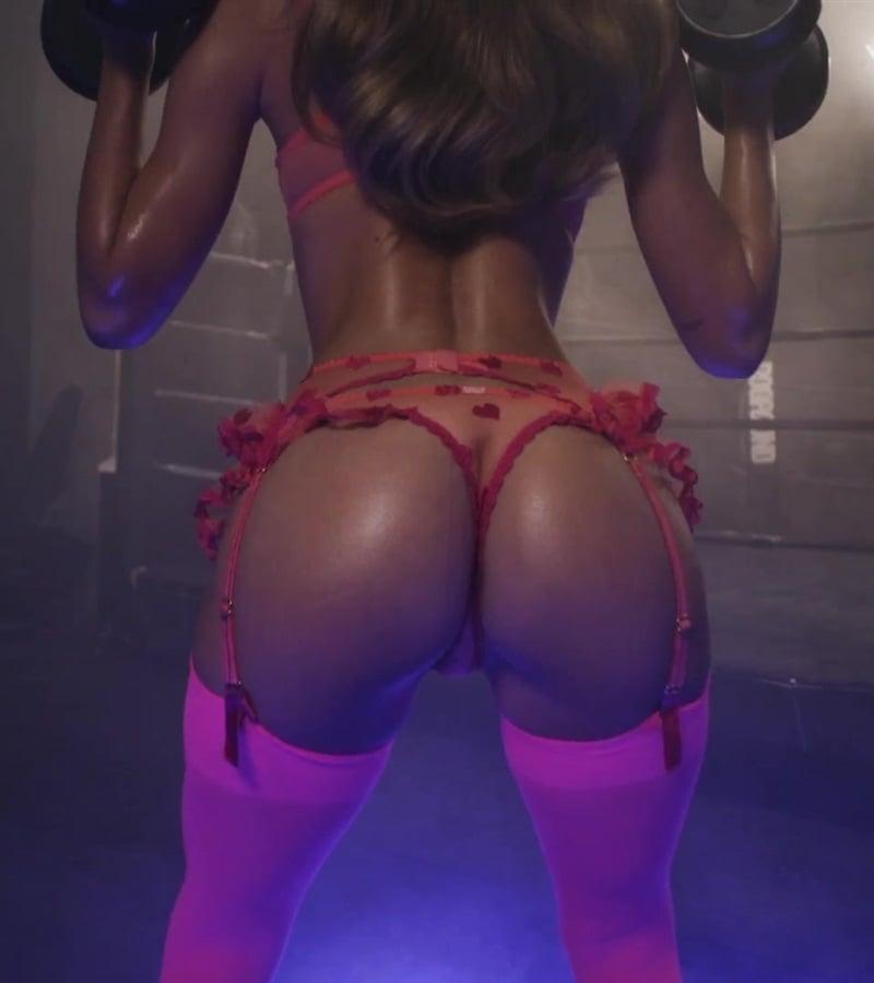 Alexis Ren Shows Her Ass Crack For Christmas