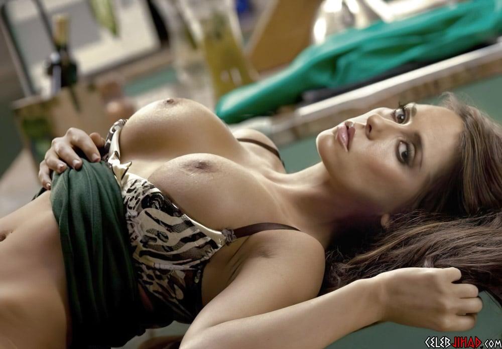 Jennifer Love Hewitt Nip Slip And Nude Ass Crack Outtake