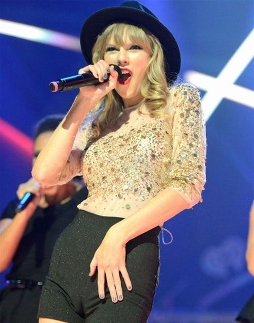 Taylor Swift's Sad Looking Camel Toe