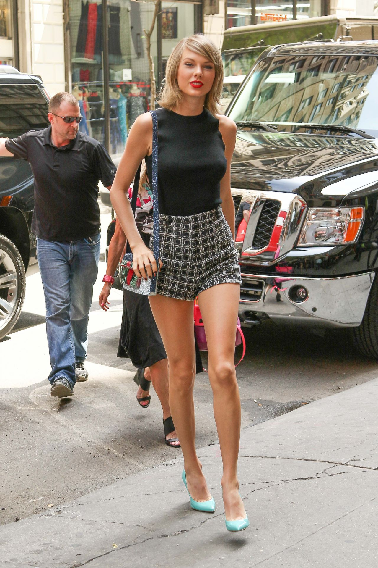 Taylor Swift Shows Off Her Legs In A Pair Of Short Shorts