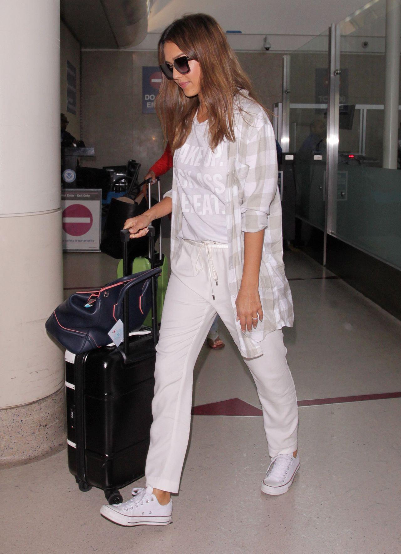 Jessica Alba Travel Outfit LAX In LA 8262016