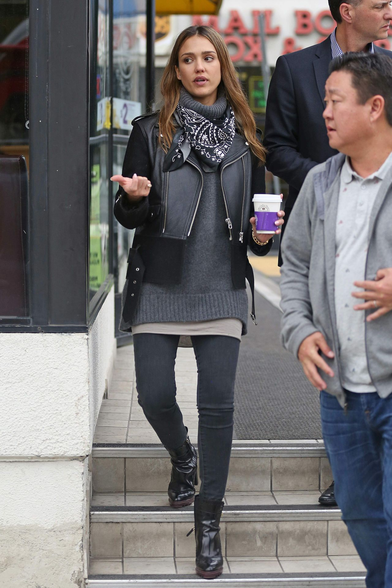 https://i1.wp.com/celebmafia.com/wp-content/uploads/2017/01/jessica-alba-urban-style-stopped-by-a-coffee-shop-in-los-angeles-1-3-2017-6.jpg