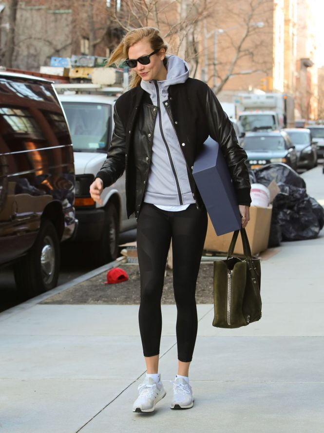 Karlie Kloss Street Style Leaves Her Apartment In The West