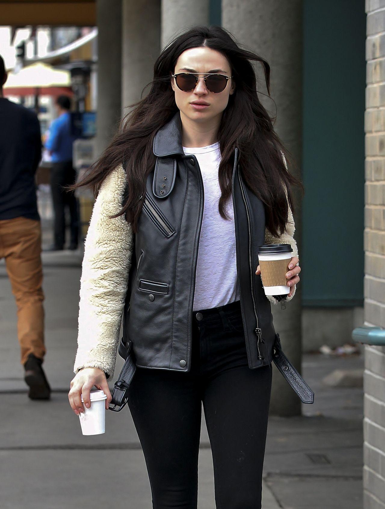 Crystal Reed In Leggings Grabs Two Coffees In Los