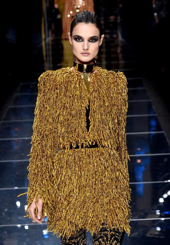 Blanca Padilla Walks Balmain Show Autumn Winter 2017 at Paris Fashion Week 3/2/ 2017