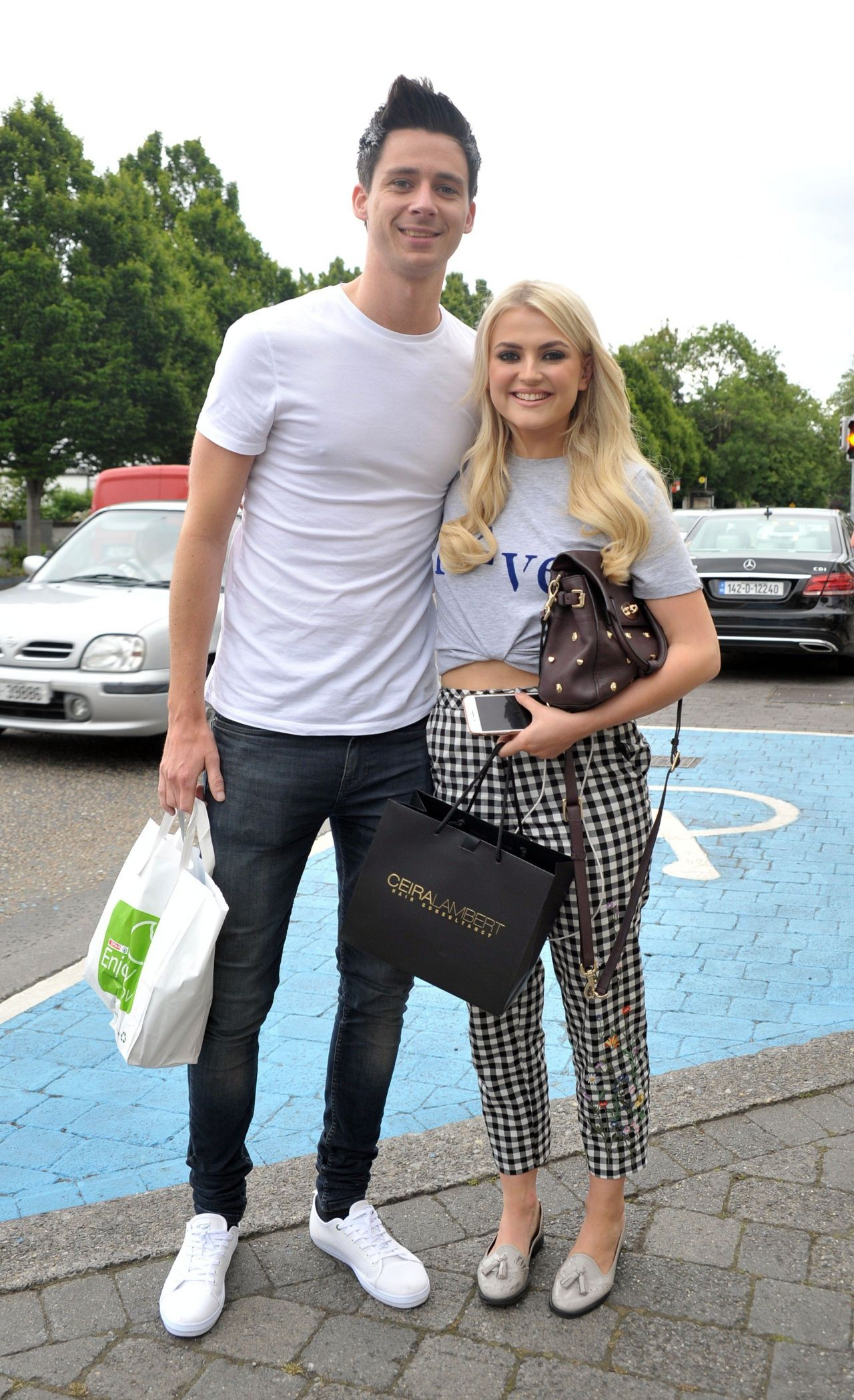 lucy-fallon-cute-style-at-ceira-lamberts-hair-salon-in-shankill-village-dublin-06-17-2017-2.jpg (1280×2098)