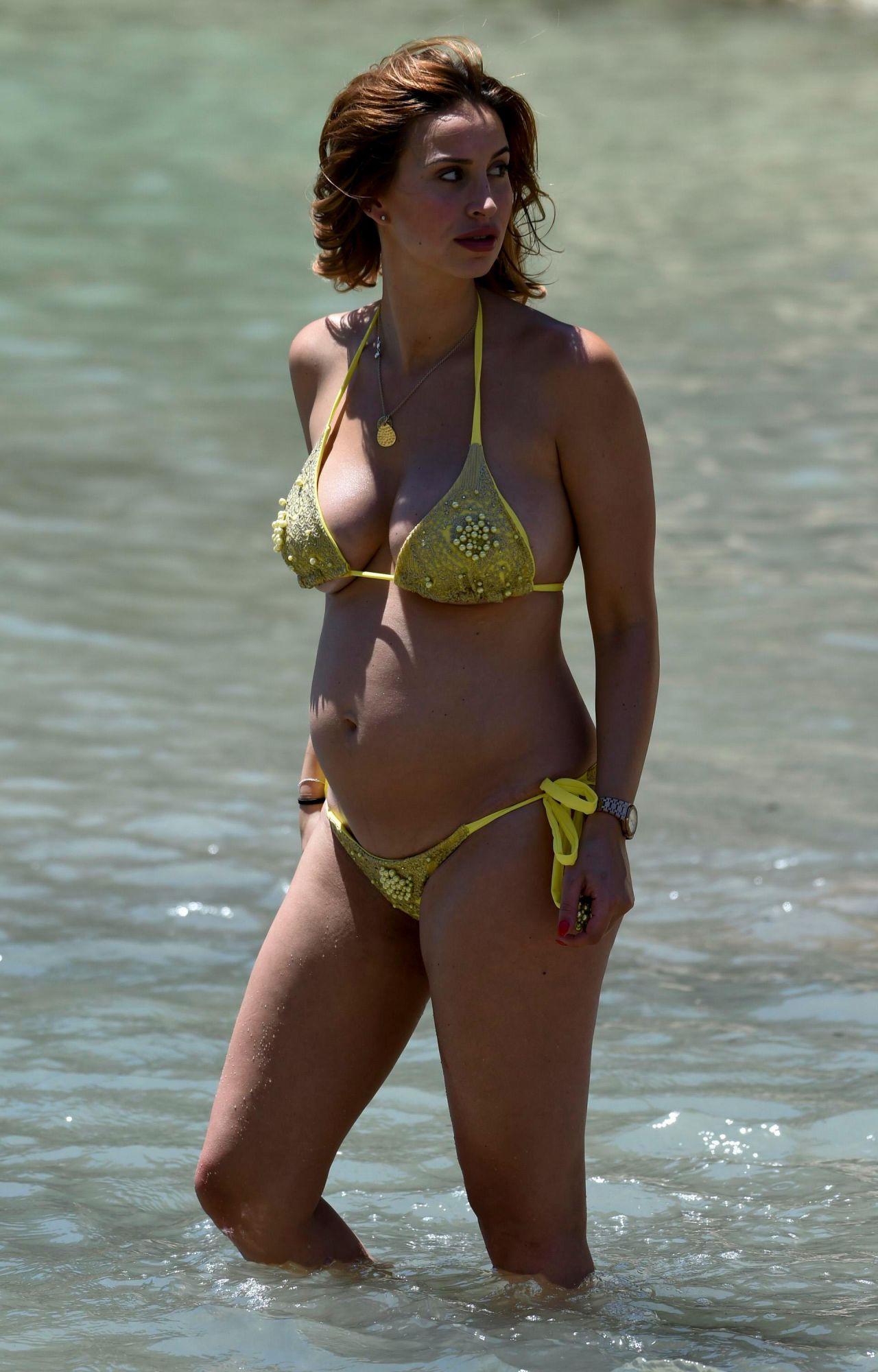 ferne-mccann-in-yellow-bikini-on-beach-in-majorca-spain-07-07-2017-10.jpg (1280×2000)