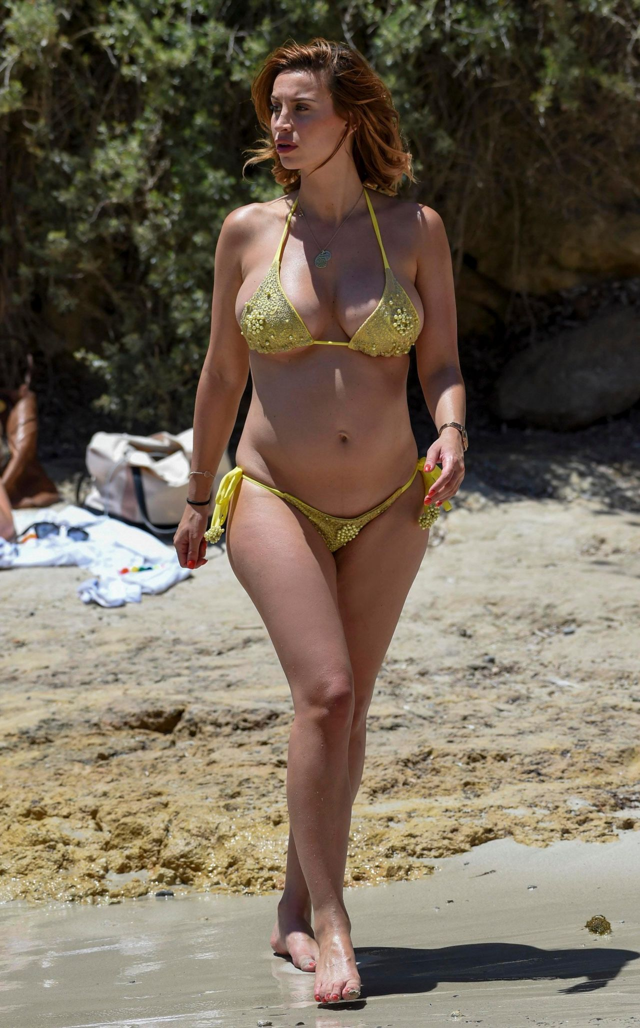ferne-mccann-in-yellow-bikini-on-beach-in-majorca-spain-07-07-2017-8.jpg (1280×2056)