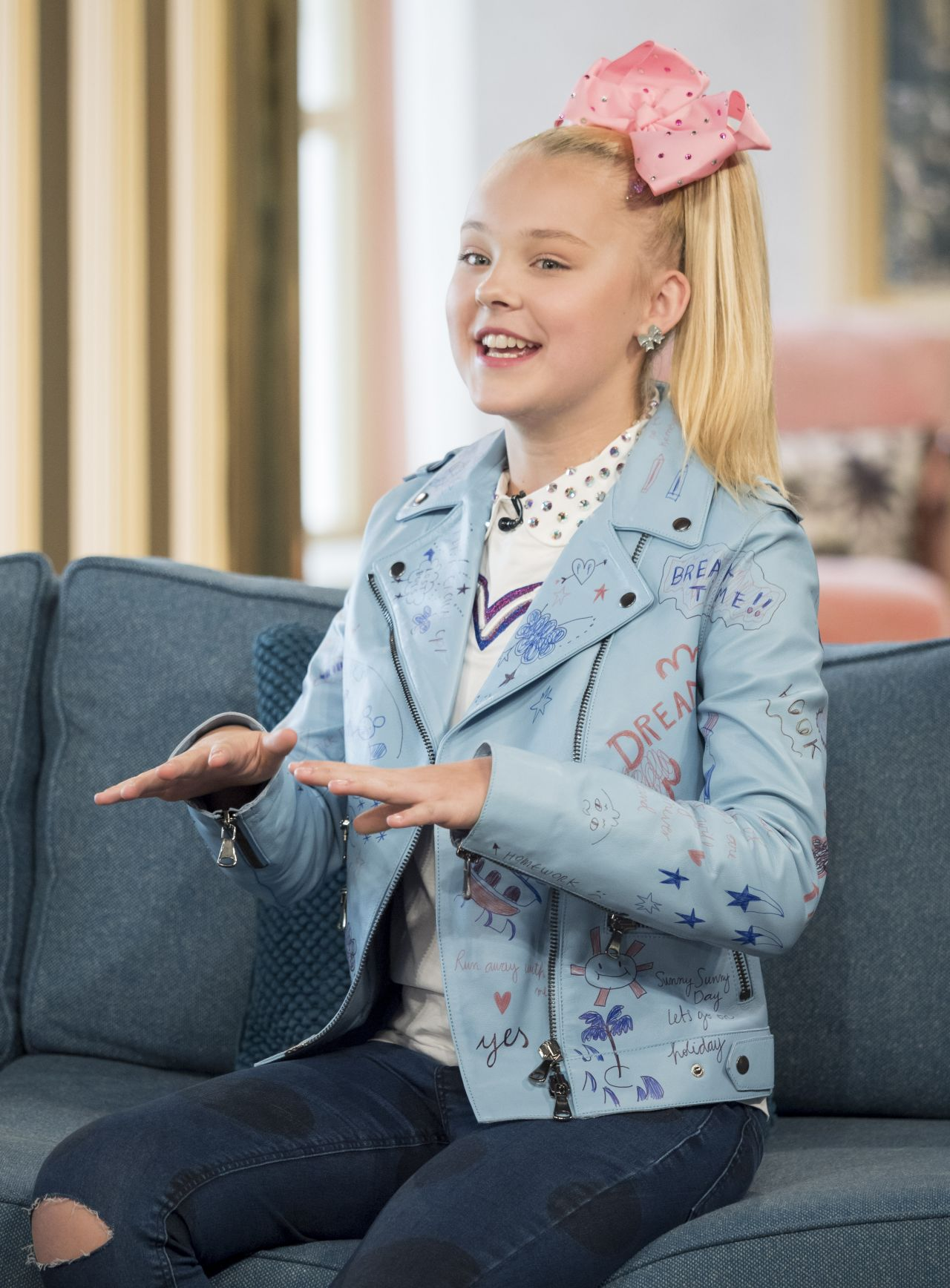 JoJo Siwa Appeared On This Morning TV Show In London 0727