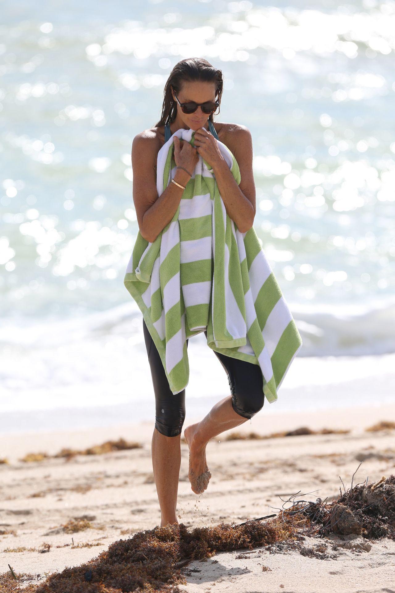 Elle Macpherson On Miami Beach 10132017