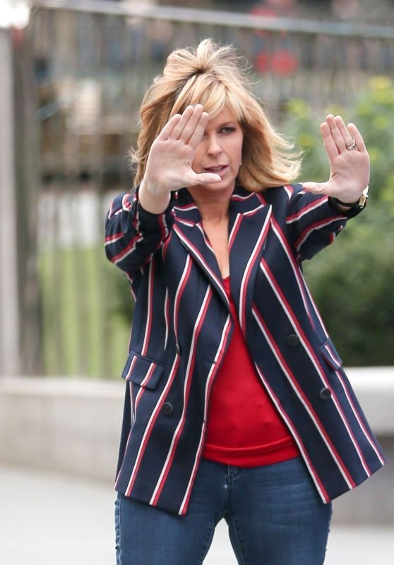 Kate Garraway Photoshoot In Leicester Square 02232018