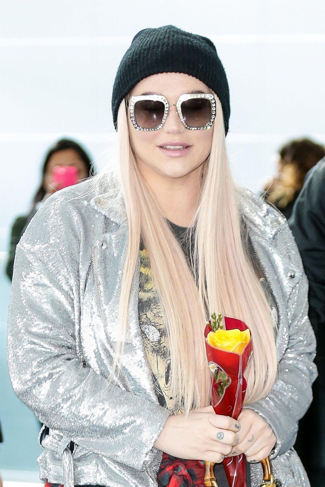 Kesha At JFK In New York City 02142018