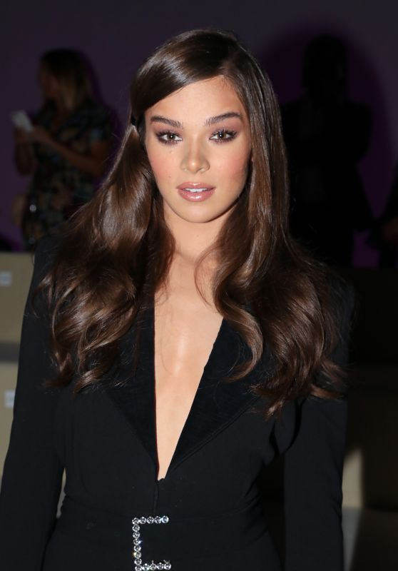 Hailee Steinfeld   Tom Ford Spring Summer 2019 Fashion Show at New     Hailee Steinfeld   Tom Ford Spring Summer 2019 Fashion Show at New York Fashion  Week