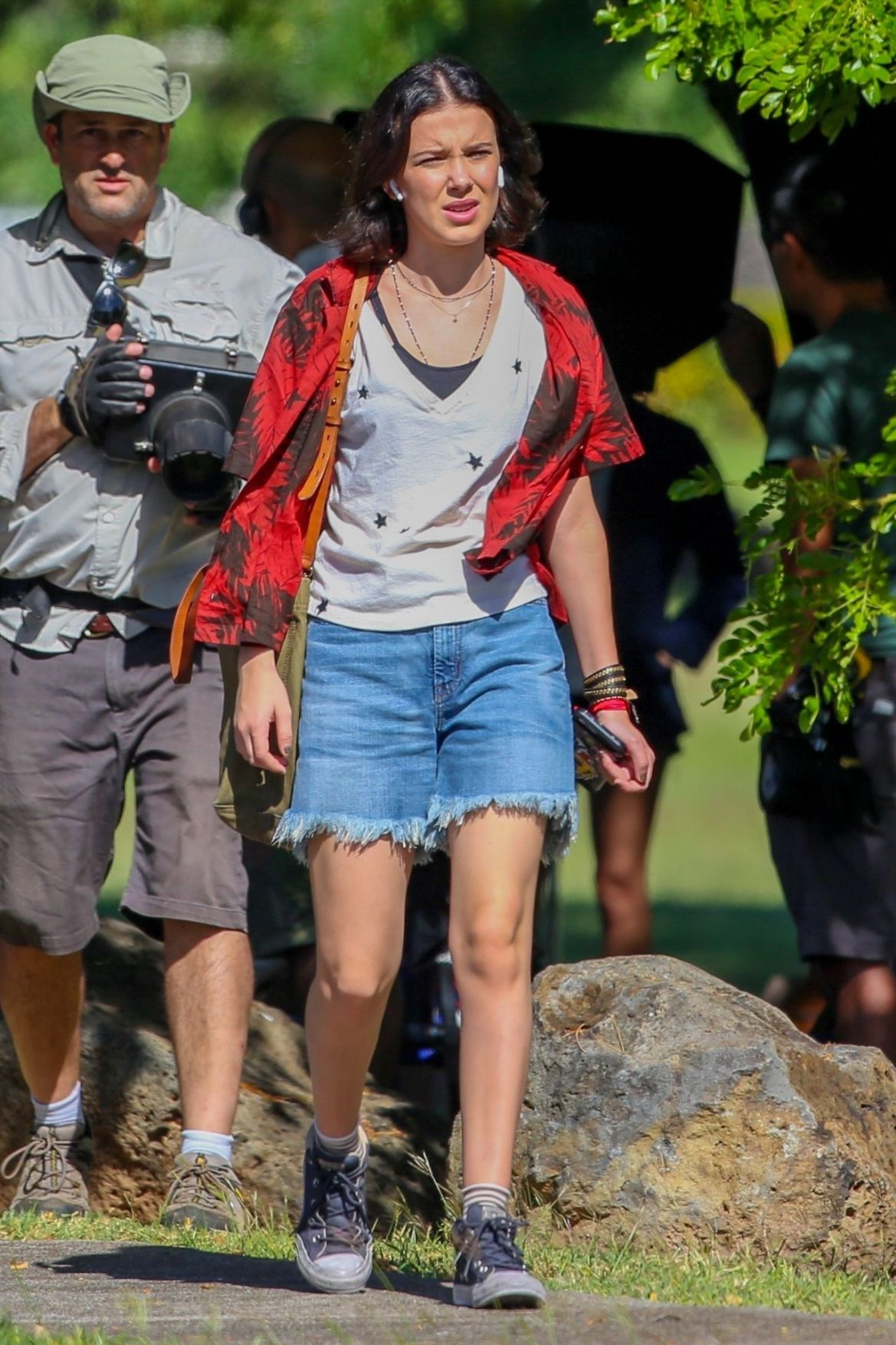 "Millie Bobby Brown – ""Godzilla vs. Kong"" Set in Oahu, Hawaii 11/28/2018"