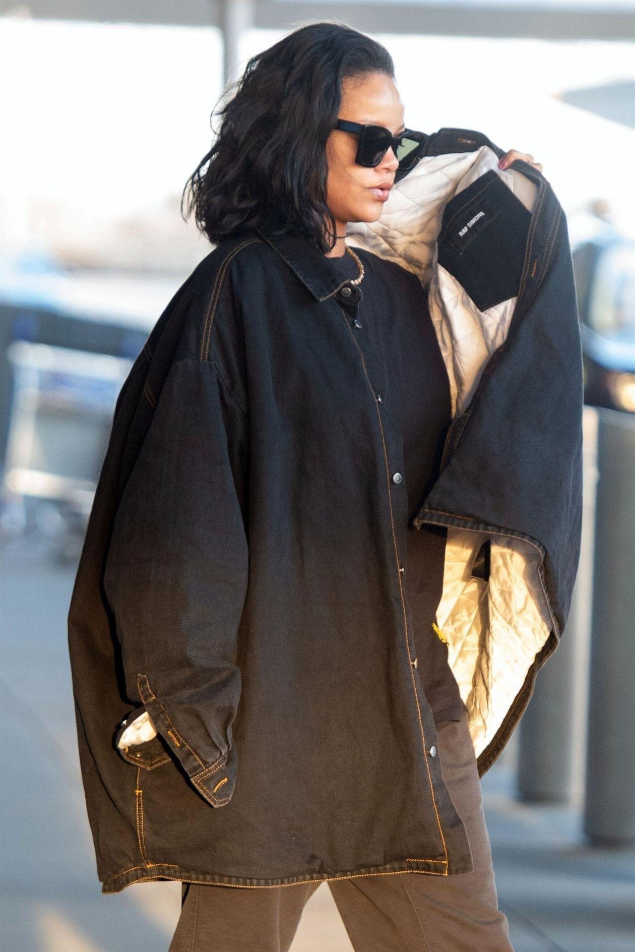 Rihanna Travel Style 01282019