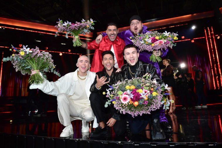 Melodifestivalen 2020 Andra Chansen winners, Anis Don Demina, Paul Rey, Felix Sandman, and Méndez & Alvaro Estrella, all holding flowers.